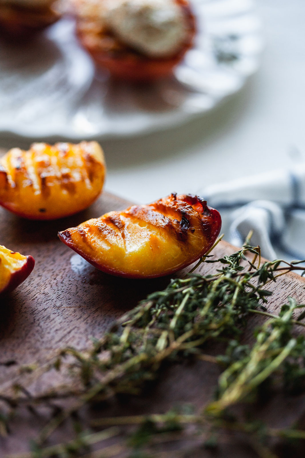 Grilled Peaches With Vanilla Maple Mascarpone